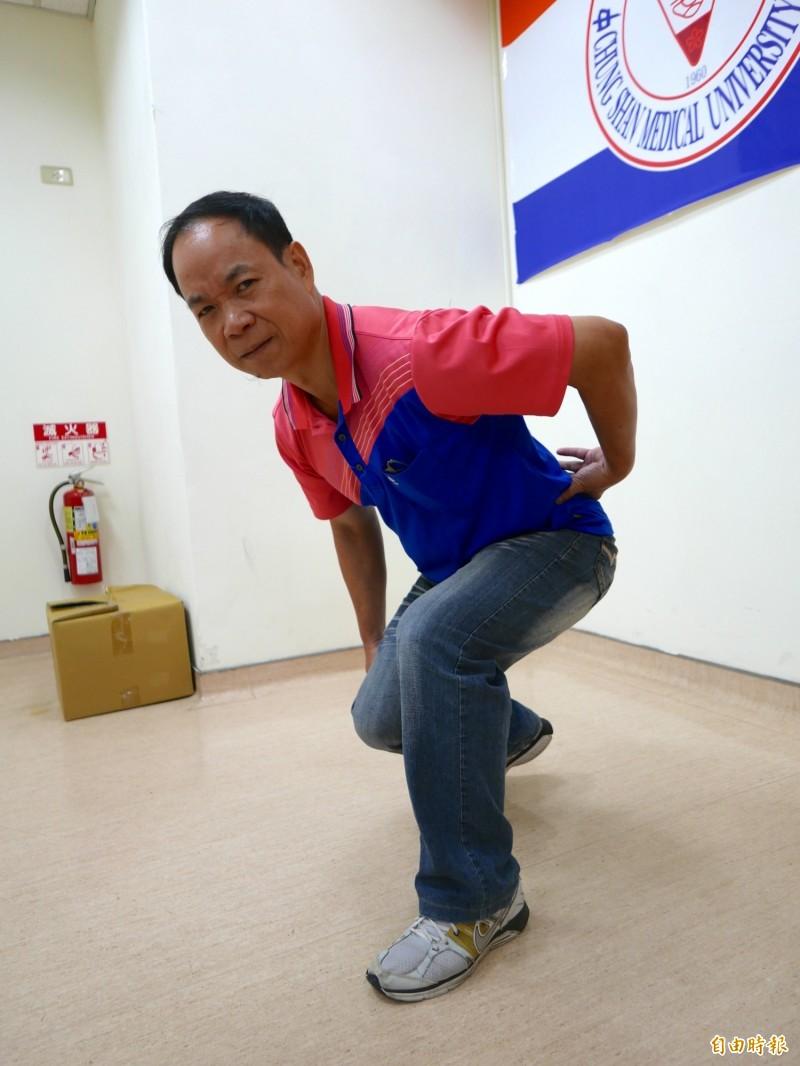 張先生慢跑後收操彎腰舒緩,腰背傳出喀喀聲,一陣痠痛,椎間盤破裂合併碎片位移。(記者蔡淑媛攝)