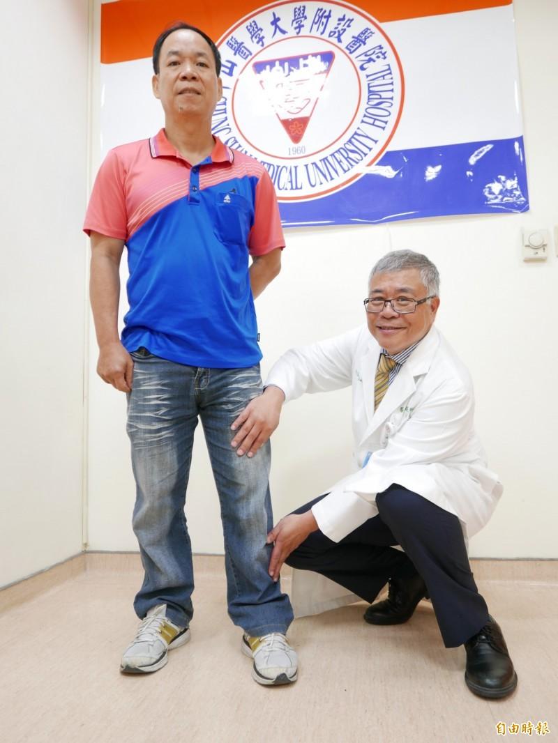 醫師張益彰指患者張先腰椎椎間盤破裂合併碎片極高度位移,壓迫神經,造成大腿前側和小腿側面嚴重痠痛麻。(記者蔡淑媛攝)