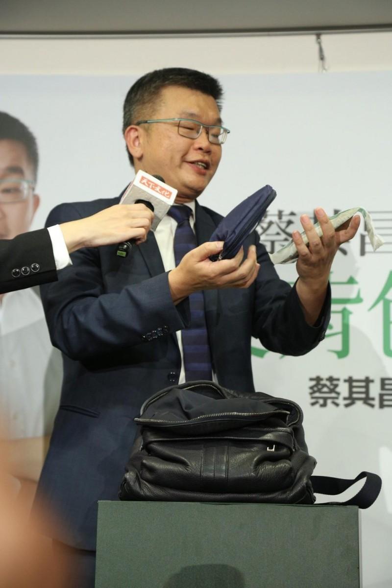 立法院副院長蔡其昌今天表示,國民黨會不會出現2組人馬,要先問「鋼鐵韓粉」吞不吞得下去?(取自臉書)