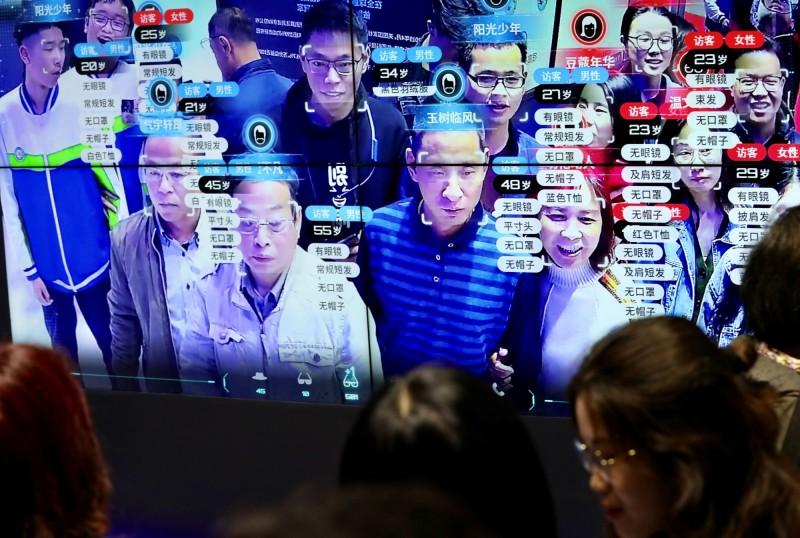 中國政府正在全國各地廣設人臉辨識系統,牢牢掌握民眾行蹤資訊。(路透資料照)