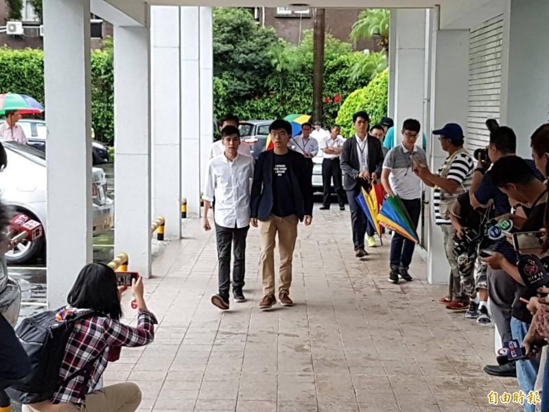 香港眾志祕書長黃之鋒一行人今拜會立法院民進黨團。(記者謝君臨攝)