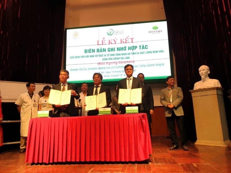 國泰醫院與越南越德醫院簽署MOU,協助建置急診醫療資訊系統。(圖由國泰醫院提供)