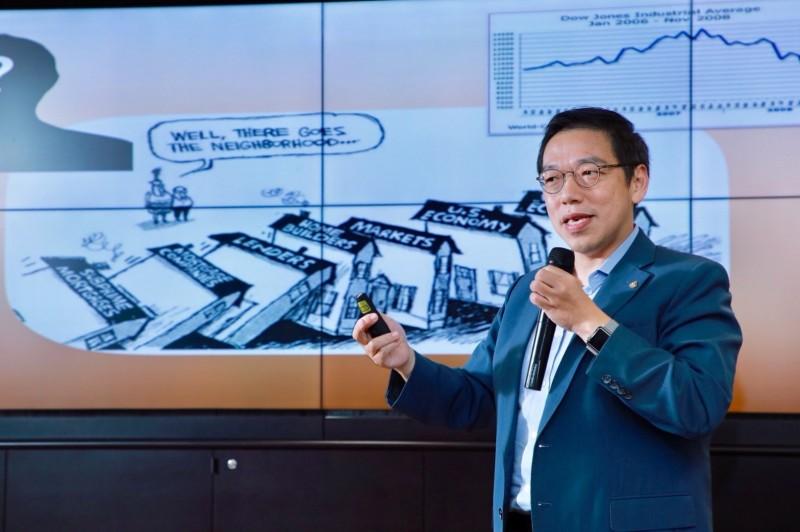 台灣金融研訓院院長黃崇哲以「金融科技新時代」為題發表演講。 (圖/全球大勢論壇提供)