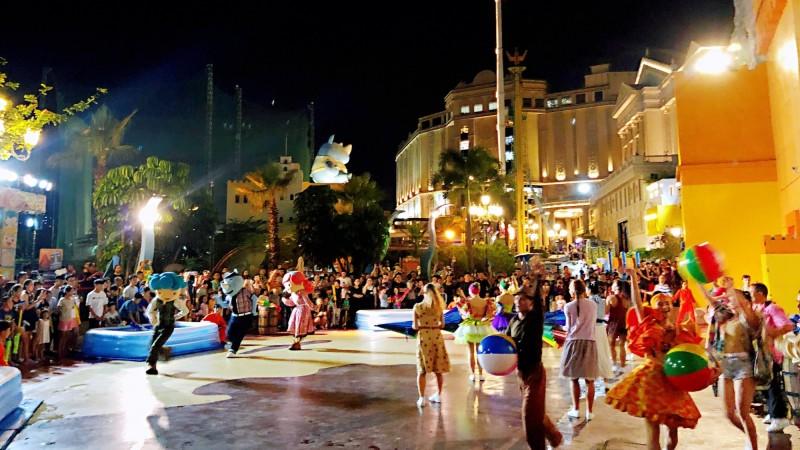 義大遊樂世界14日夜間開放,特別舉辦的「夜電人生」派對,現場將邀請南台灣最知名的電音DJ-妖嬌與民眾一起用音樂嗨翻整個夜晚(圖/義大皇家酒店提供)