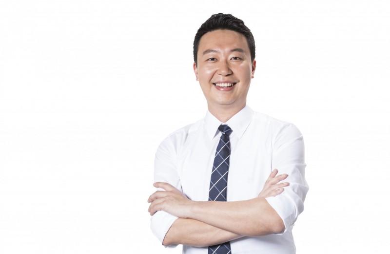 市議員陳世凱以顏值高且口條佳成為小英台中市競總發人之一(記者蘇金鳳翻攝)