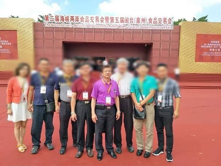 蔡金樹(右四)去年失聯前的最後身影。圖為他去年7月20日出席兩岸食品交易會的照片。(取自蔡金樹臉書)