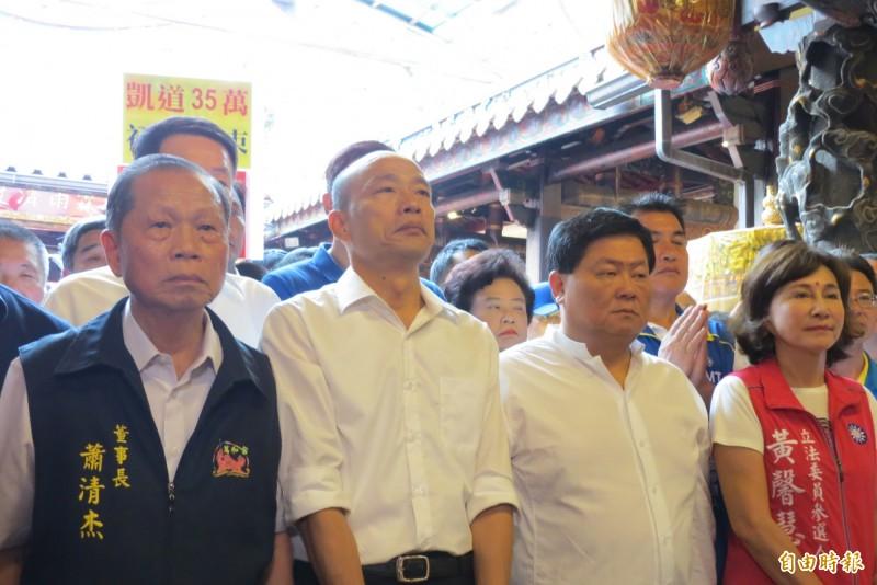 韓國瑜今天台中首站到萬和宫,鎮瀾宮董事長顏清標陪同。(記者蘇金鳳攝)