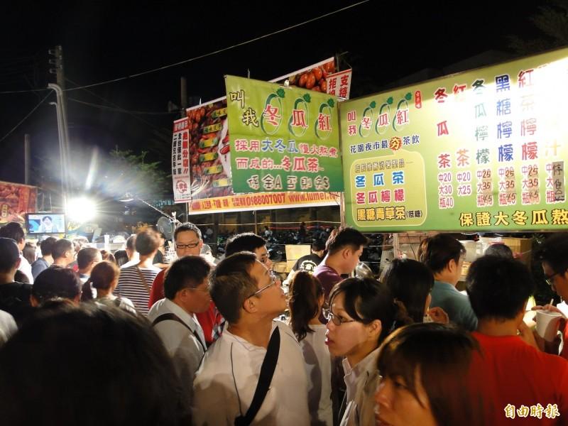 台南夜市吃喝玩樂,是接近地氣的庶民文化。(記者洪瑞琴攝)
