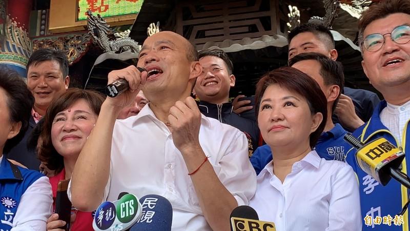 韓國瑜被提名後,首度與盧秀燕同框造勢,仍遲10幾分鐘,讓盧秀燕等了許久。(記者蔡淑媛攝)