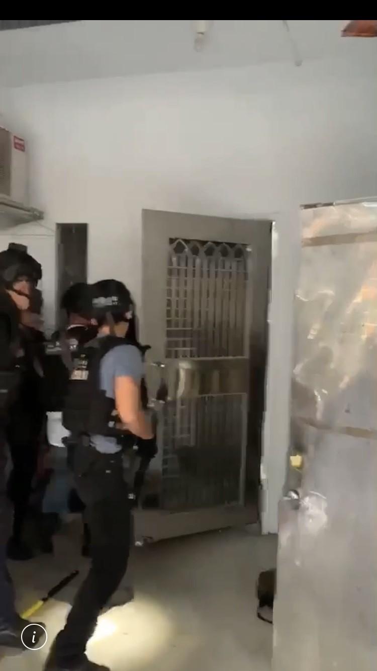 警方攻堅救肉票畫面(記者 邱俊福翻攝)