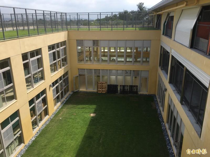 新竹市全新的星級動保教育園區已完工,內部動物收容空間更寬敞友善。(記者洪美秀攝)