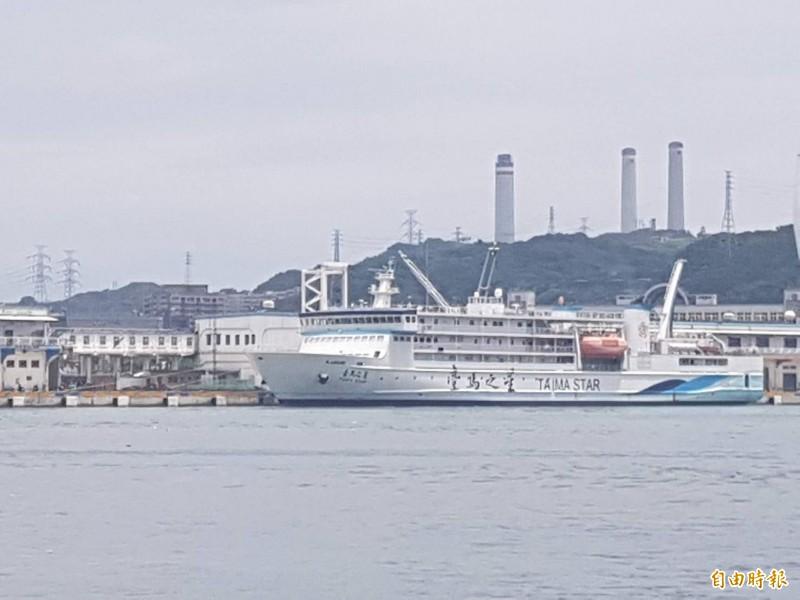 海象惡劣,行駛台灣到馬祖間的交通船昨晚停駛,今天代班的台馬之星交通船(記者俞肇福攝)
