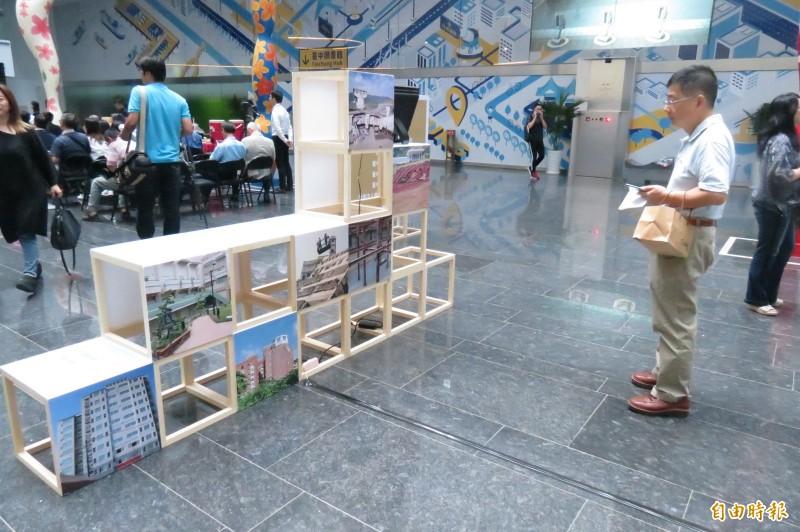 921震災20年,台中市辦回顧展。(記者蘇孟娟攝)