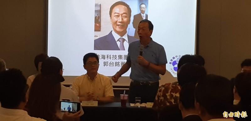 今年5月間郭台銘到台東與中小企業座談時,公開讚揚前縣長黃健庭,如今傳出兩人原要搭檔競選正副總統。(記者黃明堂攝)