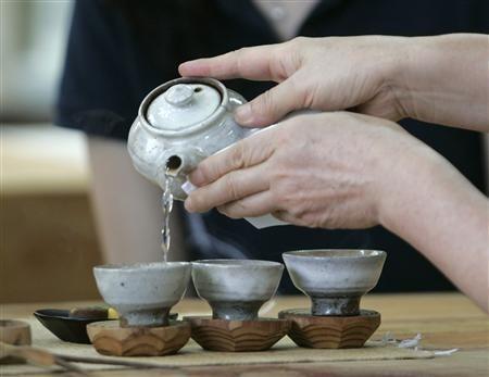 國際最新研究指出,定期喝茶可以改善腦部健康,防止大腦衰退。(路透)