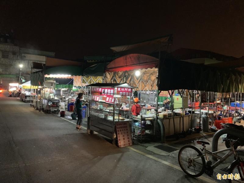 埔里鎮第三市場旁的魚市場夜市,是縣內目前唯一可用夜市消費抵用券的夜市。(記者佟振國攝)