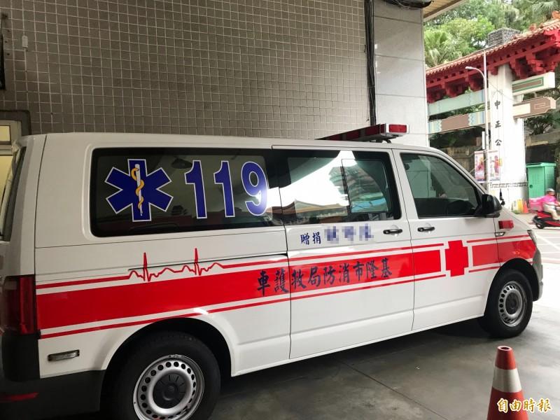 男子宣稱自己搬電視時腳部受傷,沒想到救護人員抵達時竟改口要求幫忙搬電視(記者吳昇儒攝)