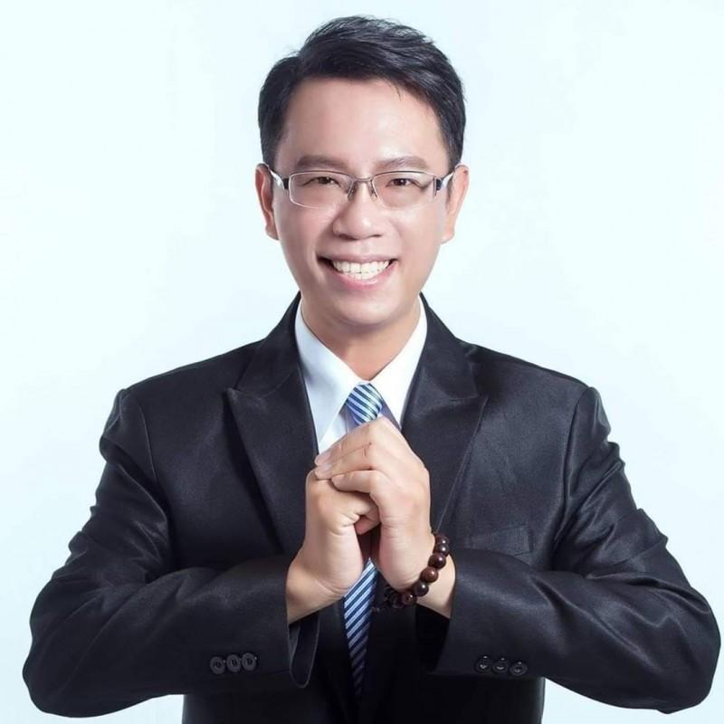 中央選舉委會員今天公告李奕德遞補嘉市議員。(李奕德提供)