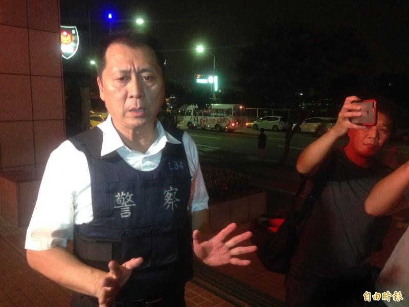 前鎮警分局長林新晃3天未眠。(記者黃旭磊攝)
