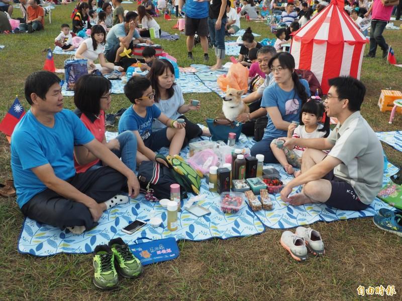 「馬拉桑千人野餐趣」去年野餐場面浩大、氣氛歡樂。(記者陳鳳麗攝)