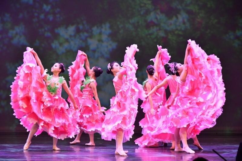「雲堤舞蹈團」充滿活力的舞蹈,將於靈鷲山慈善音樂演出。(靈鷲山台中講堂提供)