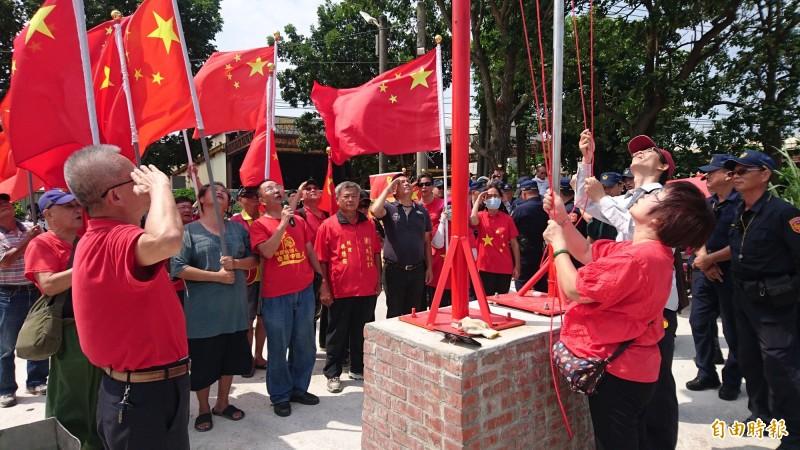台灣人民共產黨降下五星旗稱為撤軍。(記者楊金城攝)