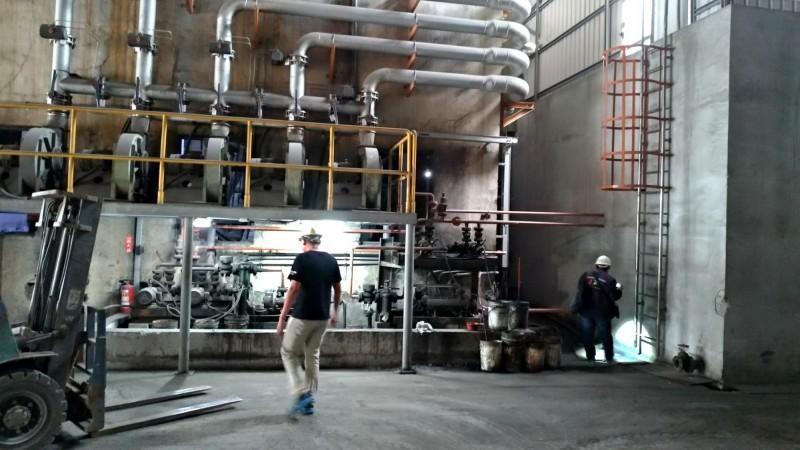 環保局經過長達一個月的蒐證、稽查,終於查獲兩家工廠違規,並開罰。(南市環保局提供)