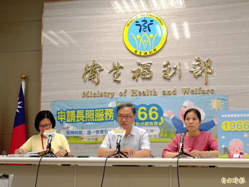 衛福部今天宣布「身障福利機構服務躍升計畫」和身障者補助辦法。(記者吳亮儀攝)