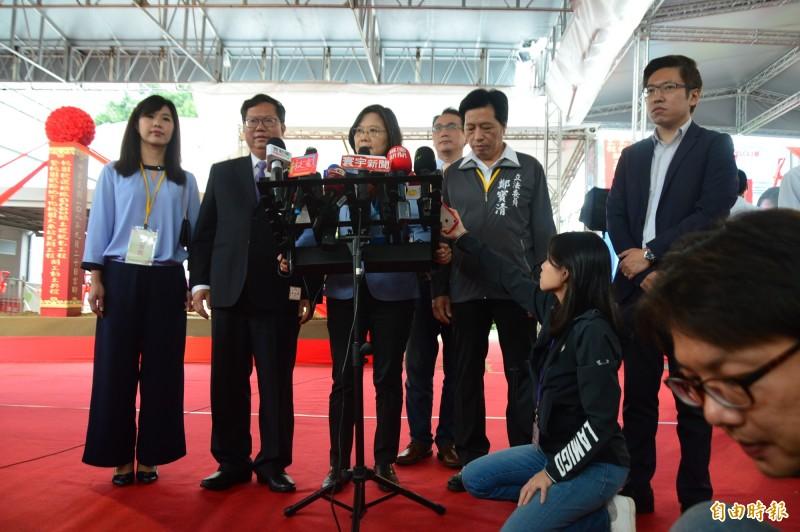 蔡英文總統說,適逢921地震20週年、她的開箱文就是緊急應變包。(記者謝武雄攝)