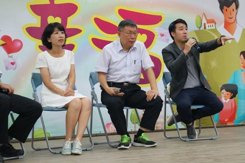 苗縣立委第一選區綠營分裂,朱哲成(右)將改披台灣民眾黨戰袍。(朱哲成提供)