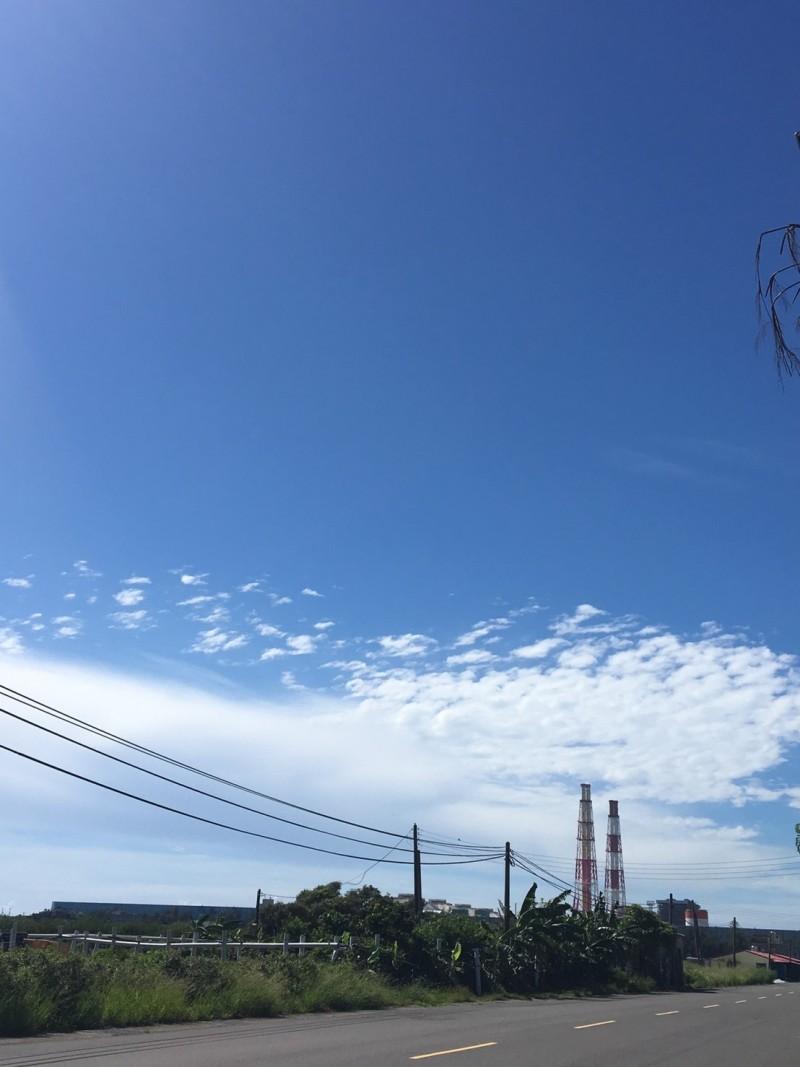 秋冬空污再臨,高市府強制興達電廠2機組停機。(記者蔡清華翻攝)
