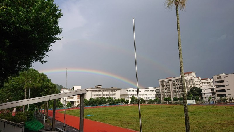蘭陽技術學院助理教授歐志銘,將頭城看到的雙虹奇景拍下直呼很壯觀。(歐志銘提供)