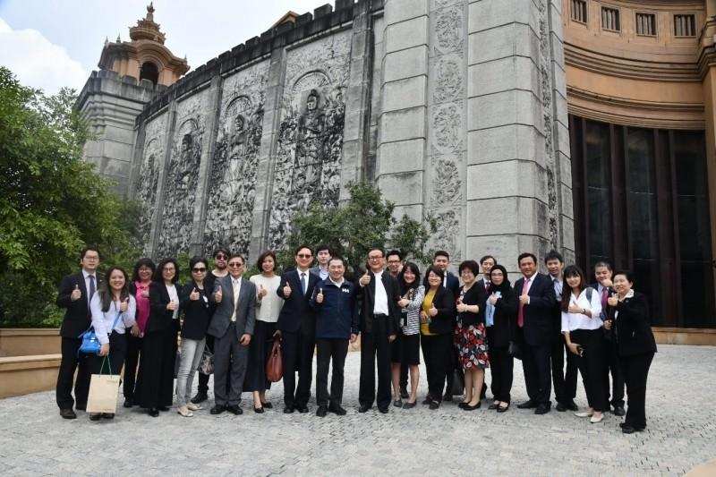 新北市長侯友宜率新北產業代表團與泰國安美德集團,展開策略結盟。(新北市政府提供)
