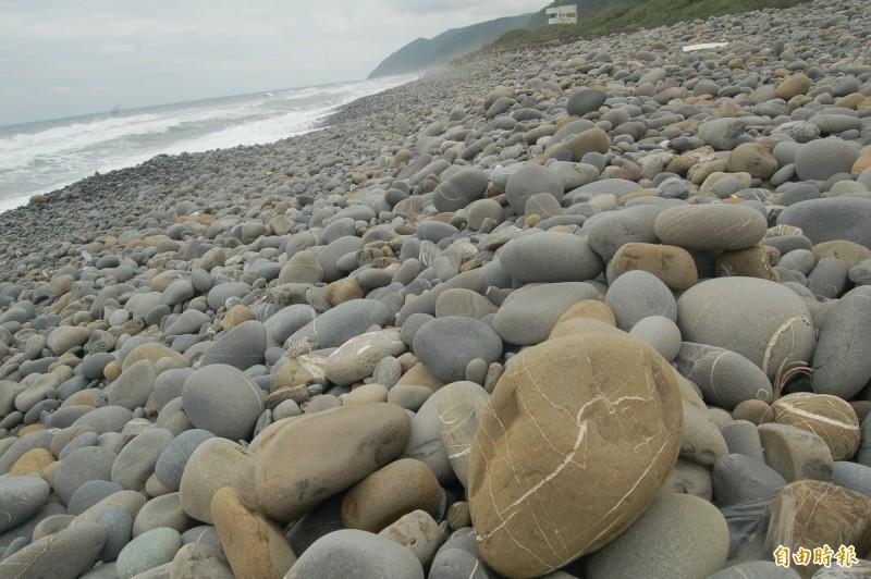 台東南田海岸是撿石勝地。(資料照)