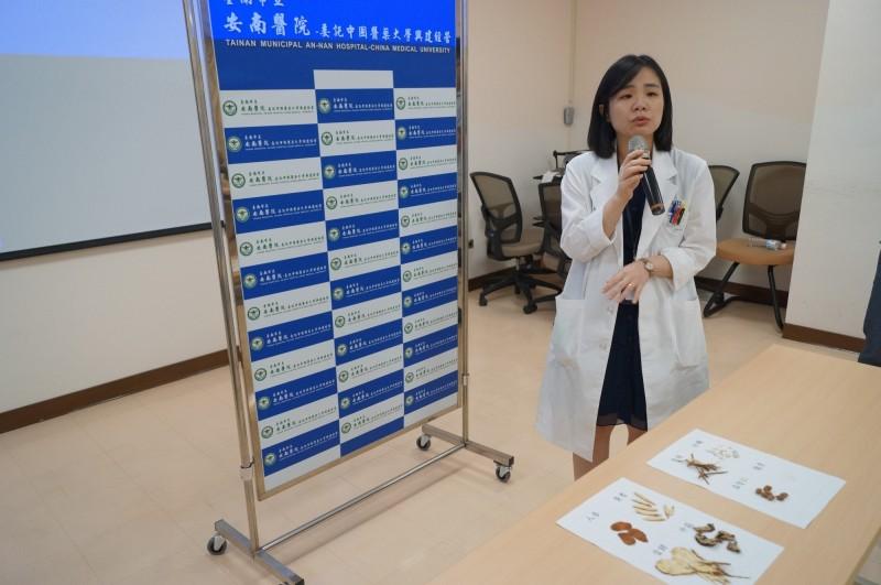台南市安南醫院中醫部莊筱梅醫師說,婦女漏尿以中藥調理也有一定的療效。(記者王捷翻攝)