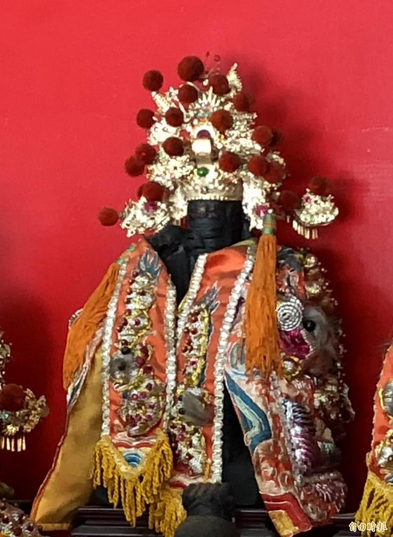 管委會表示,潮州福安宮福德正神金身由青斗石雕刻而成,已約有一甲子歷史。(記者羅欣貞攝)