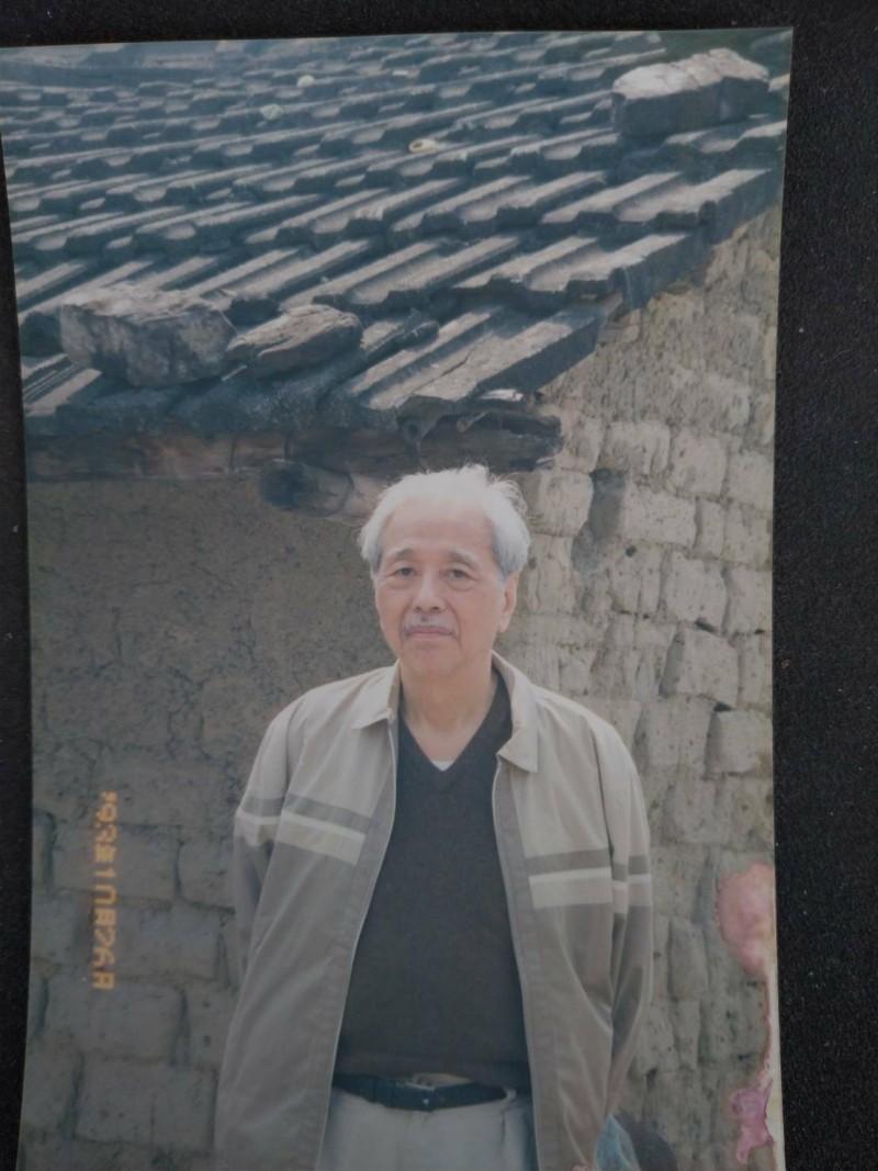 1993年10月26日,史明當時仍被通緝,坊間盛傳他是當天才潛返回台灣,他卻在林水華家拍照留念。(記者陳彥廷翻攝)