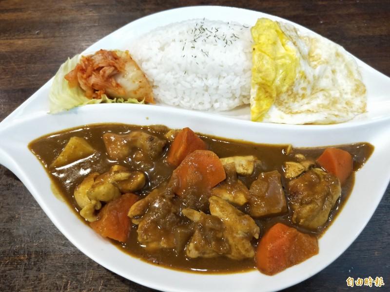 爪哇咖哩飯味道濃郁,非常下飯。(記者賴筱桐攝)