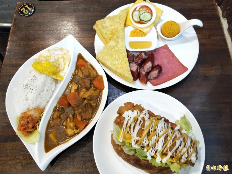 日出好食招牌餐點:法式套餐、潛艇堡套餐、爪哇咖哩飯。(記者賴筱桐攝)