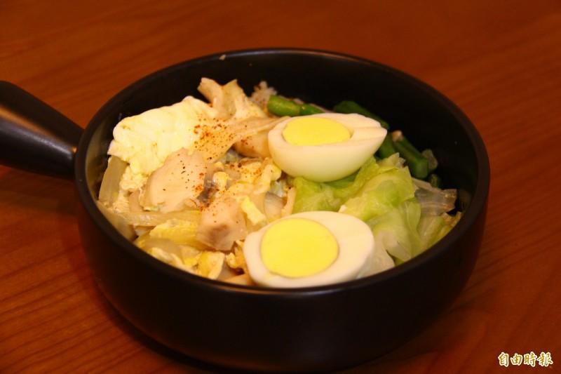 鯛魚丼飯是店內招牌,嚴選食材外朴味也不馬虎。(記者邱書昱攝)