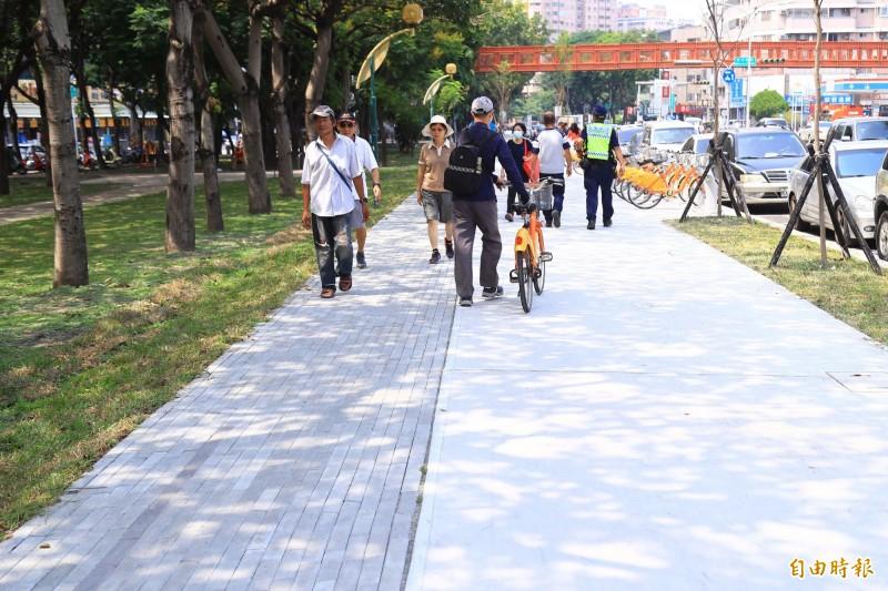 「台中之心」串聯全市七條園道及七處公園,以人車分流原則建置自行車專用道。(記者黃鐘山攝)