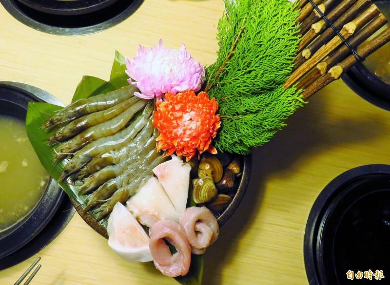 海鮮鍋和海陸鍋採用無毒海鮮。(記者陳心瑜攝)