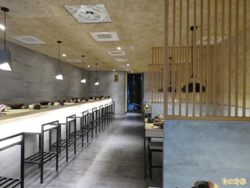京澤日式鍋物空間舒適有質感。(記者陳心瑜攝)