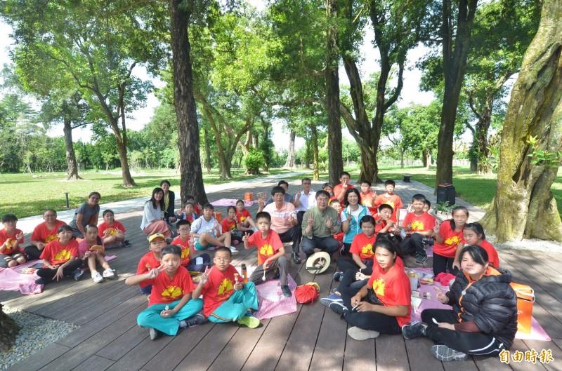 水道博物館園區內綠地廣闊,雙十節正式對外開放時,市政府也推出悠閒又愜意的野餐趴活動。(記者吳俊鋒攝)
