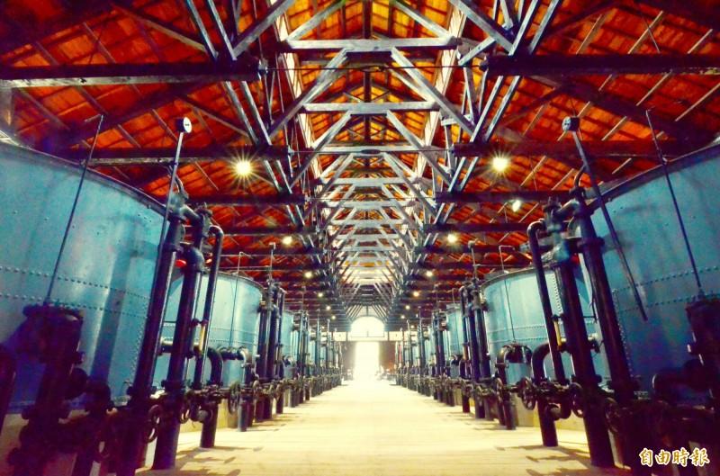 水道博物館內的快濾筒設施,當時來自英國,目前仍保留完整。(記者吳俊鋒攝)
