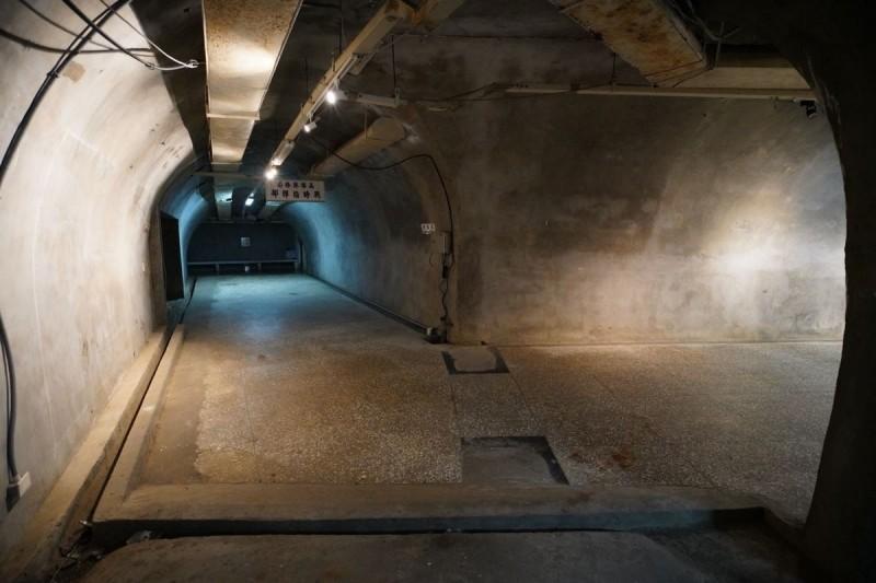 日本時代開鑿的「壽山洞」(今西子灣隧道),平時不開放。(圖由高市文化局提供)