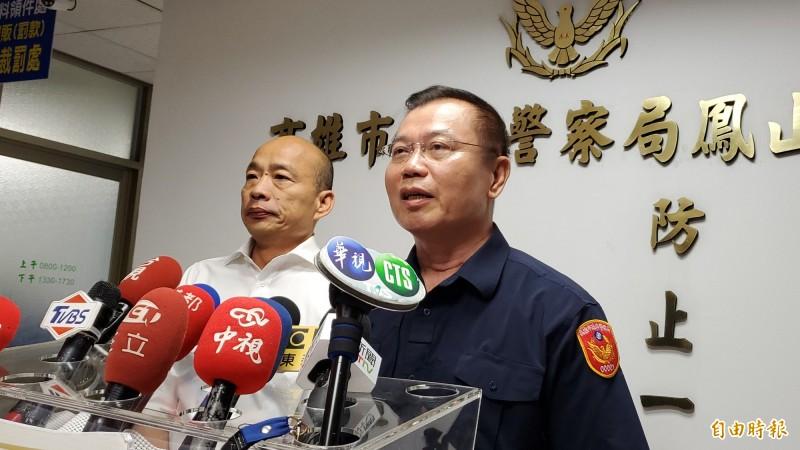 市長韓國瑜(左)今晚擴大臨檢。右為市警局長李永癸。(記者陳文嬋攝)