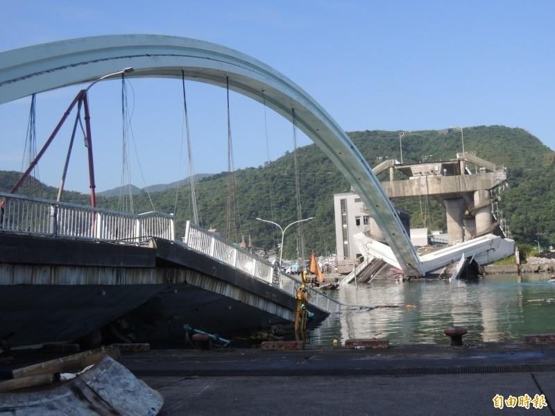 交通部次長黃玉霖今日表示,南方澳新橋重建已完成初步規劃,10天後將提出重建計畫,目前造價預估5.2億。(資料照,記者江志雄攝)