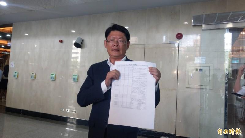 交通部政務次長黃玉霖,說明今日與地方政府開會情況。(記者鄭瑋奇攝)