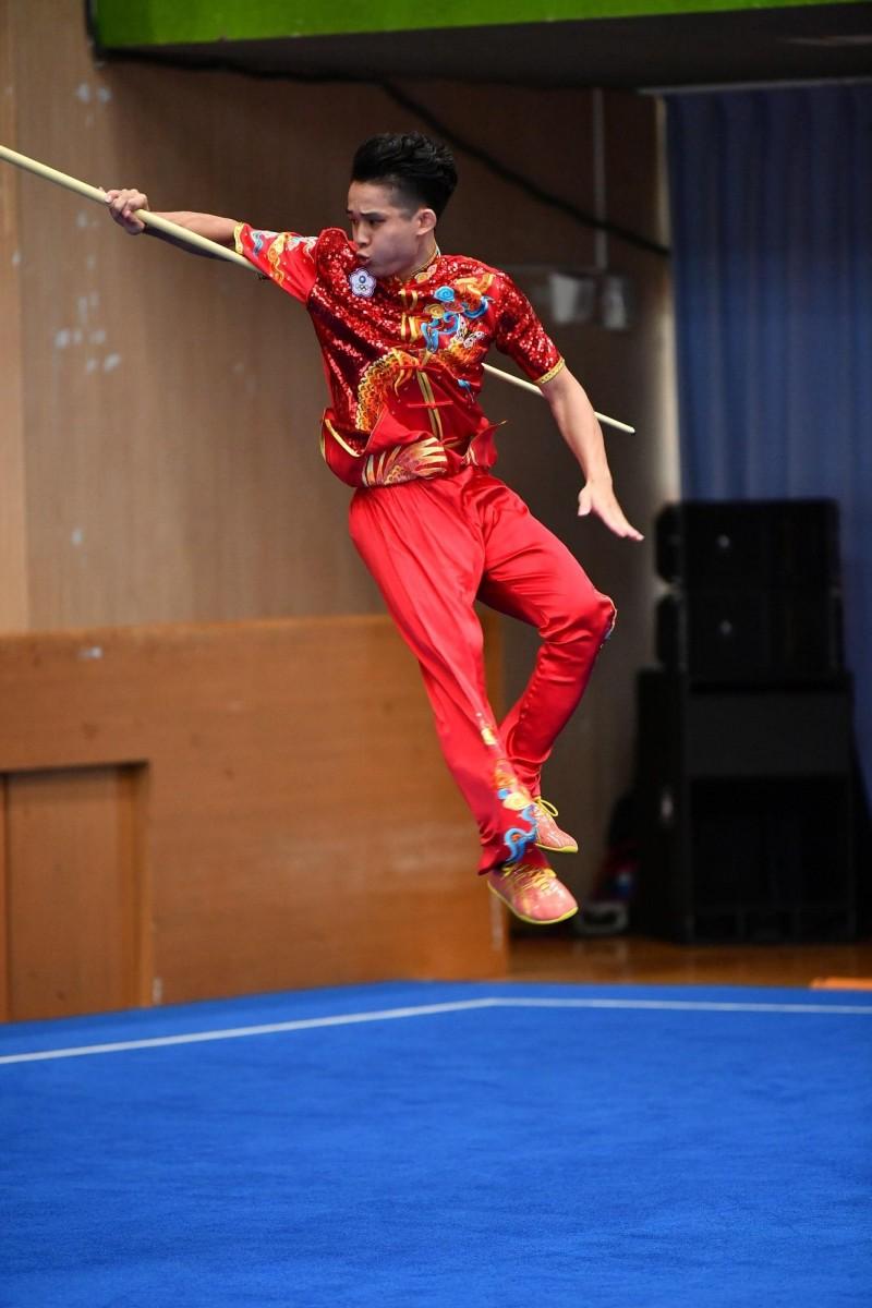 王振名贏得男子組套路刀術棍術全能項目金牌。(桃園市政府提供)